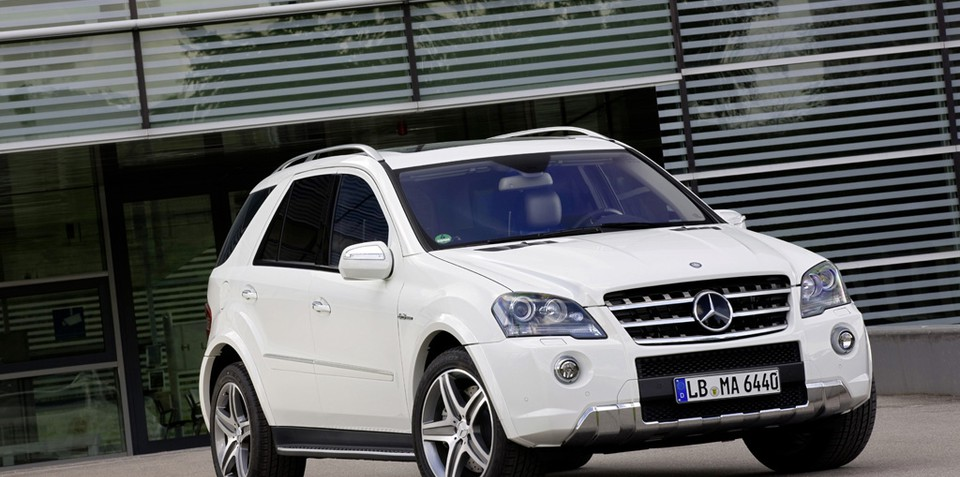 2010 mercedes benz ml 63 amg unveiled. Black Bedroom Furniture Sets. Home Design Ideas