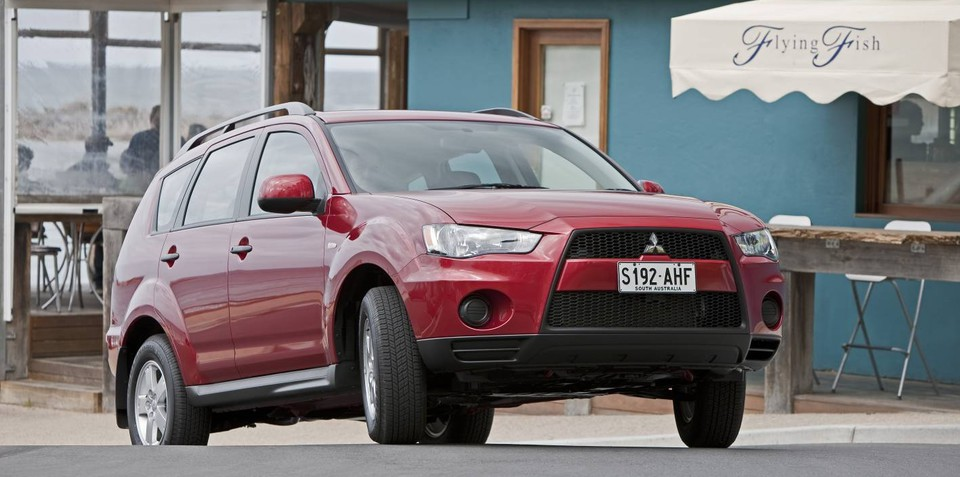 2011 Mitsubishi Outlander gets two-wheel drive variant