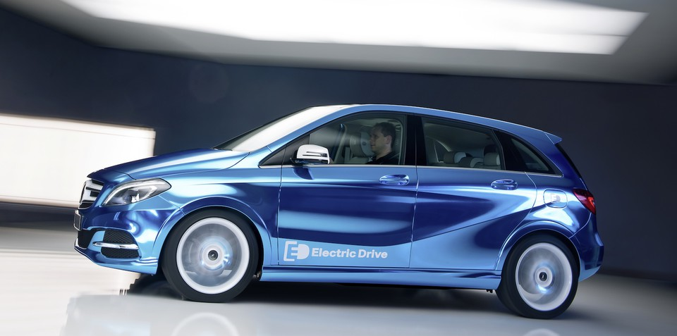 Mercedes benz b class goes all electric for paris for Mercedes benz b class electric car