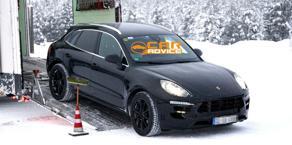 Porsche Macan: baby Cayenne spied in the snow