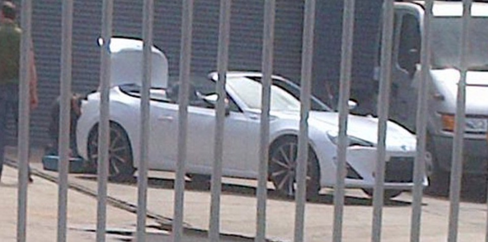Toyota 86 Convertible spy shots