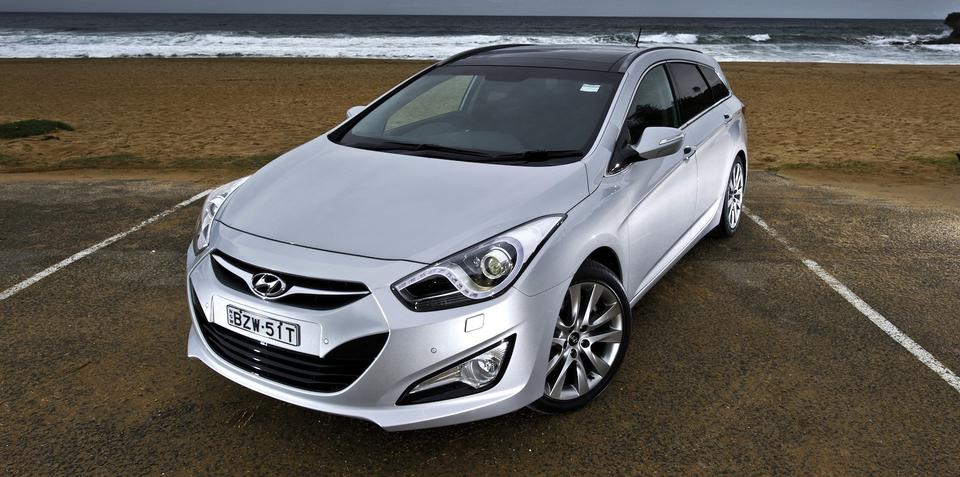 hyundai i40 premium adds extra safety features. Black Bedroom Furniture Sets. Home Design Ideas