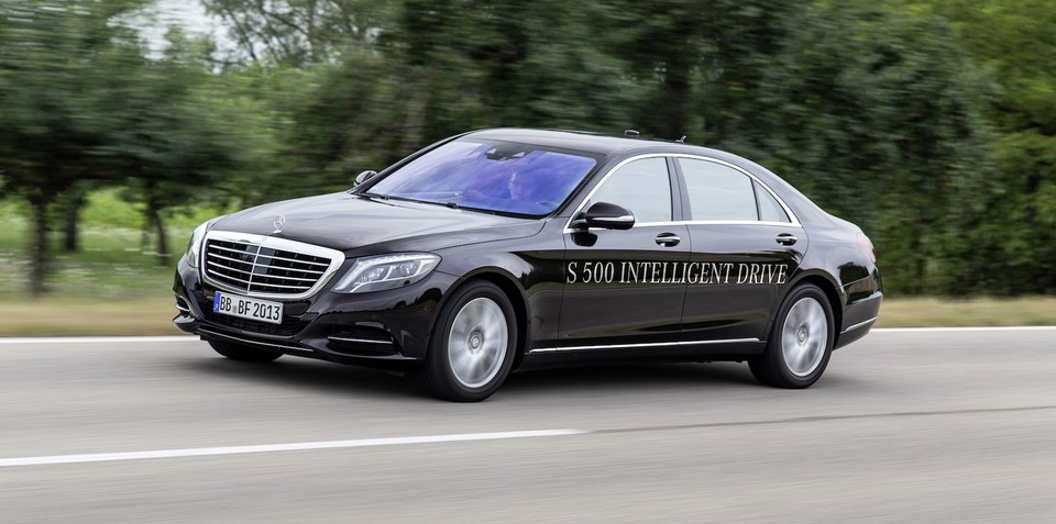 Mercedes-Benz S-Class drives 125km by itself