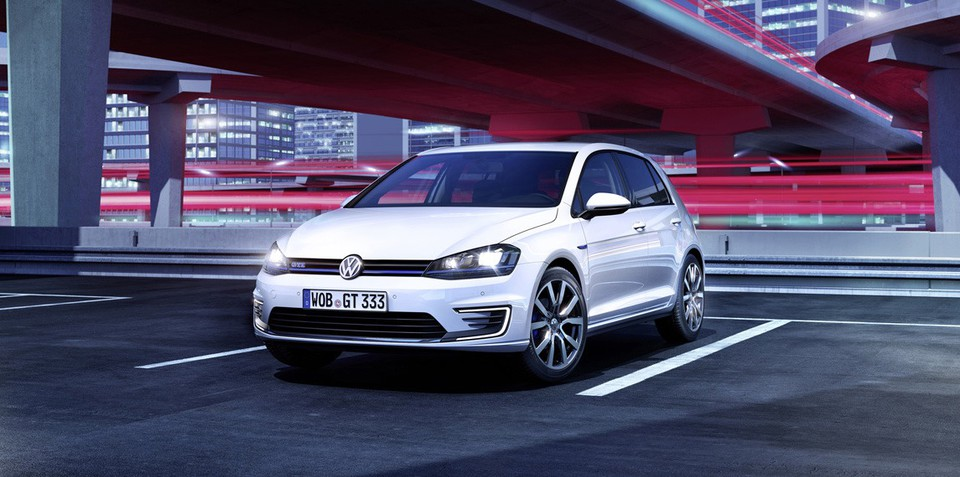 Volkswagen Golf GTE : Plug-in hybrid hot-hatch revealed