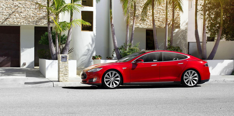 Tesla Model S update 6.2 adds Range Assurance, blind spot monitoring, automated braking