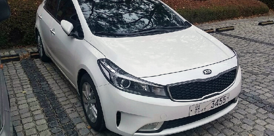 2016 Kia Cerato facelift spied without camouflage