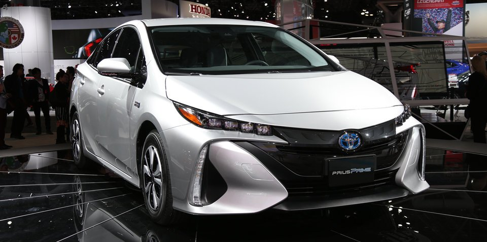 2017 Toyota Prius Prime:: plug-in hybrid model revealed at New York auto show