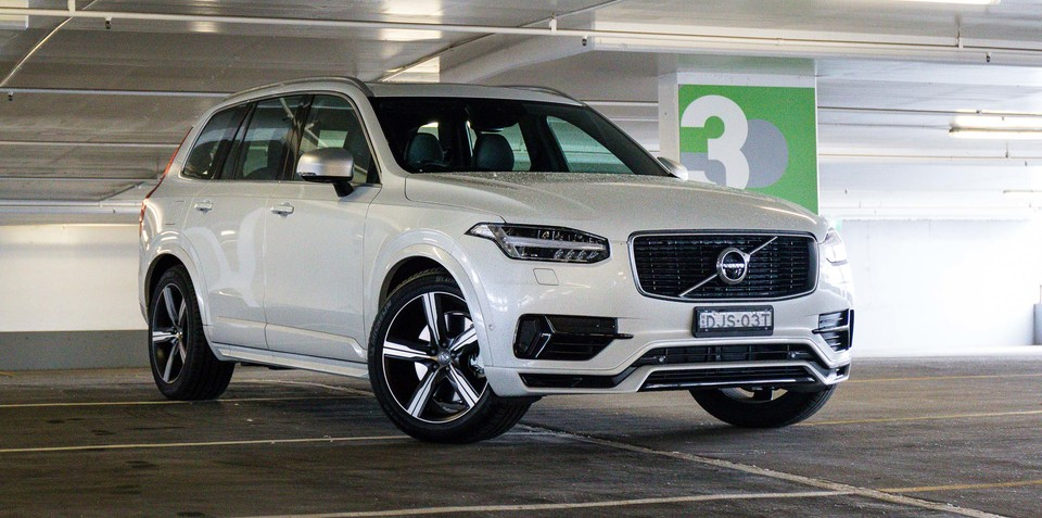 Volvo XC90 recalled for missing airbag warning label