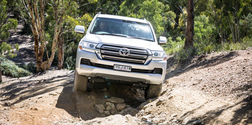 2017 Toyota LandCruiser 200 GXL review