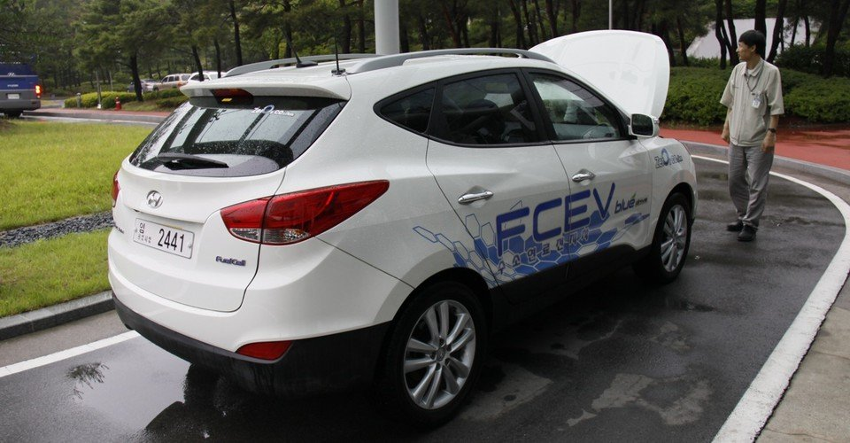 Hyundai ix35 FCEV Review (first drive)