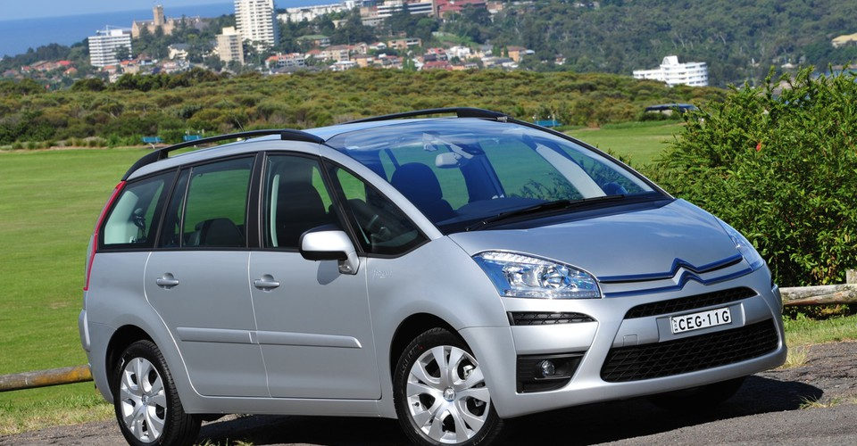 2012 citroen c4 picasso now cheaper and more efficient. Black Bedroom Furniture Sets. Home Design Ideas