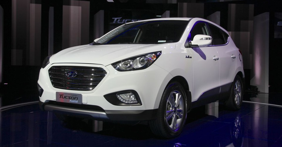 hyundai ix35 fuel cell launching in 2014 with free hydrogen fuel. Black Bedroom Furniture Sets. Home Design Ideas