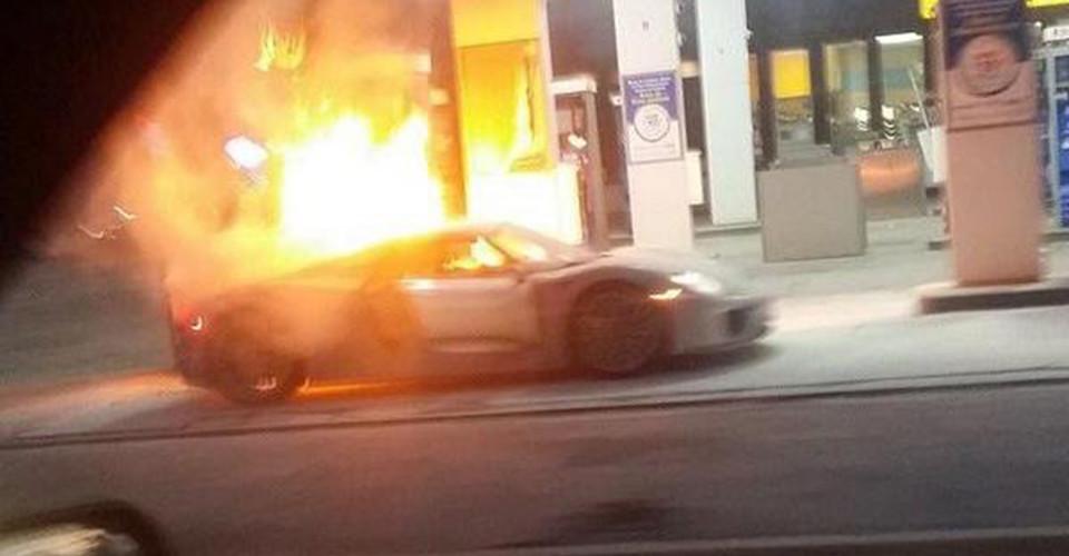 porsche 918 spyder catches fire is destroyed at toronto petrol station. Black Bedroom Furniture Sets. Home Design Ideas