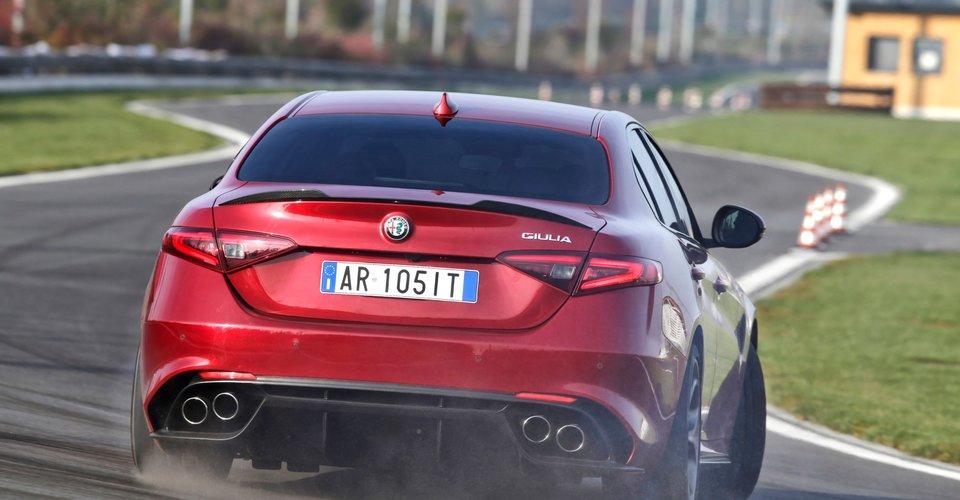 2016-Alfa-Romeo-Giulia-Quadrifoglio-15.j