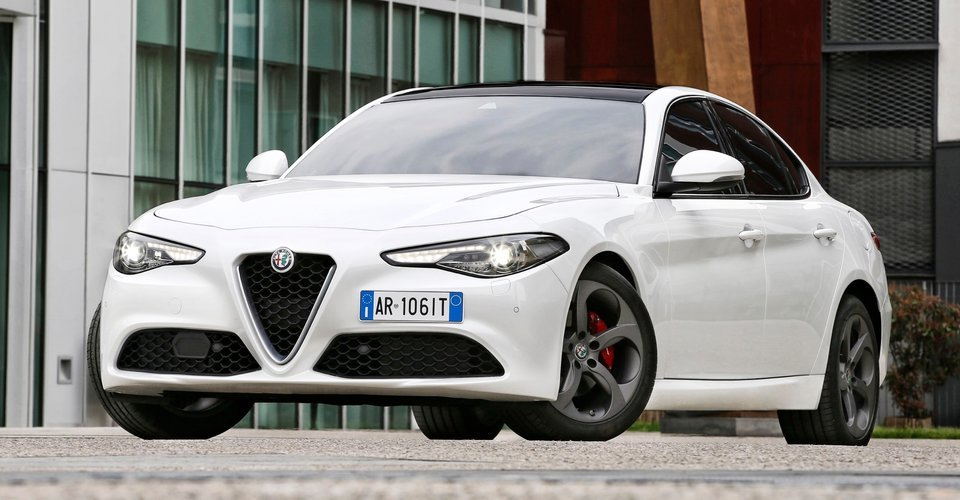 2017 alfa romeo giulia review caradvice. Black Bedroom Furniture Sets. Home Design Ideas