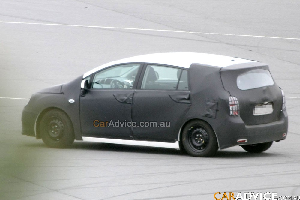 2009 toyota auris verso spied photos 1 of 6. Black Bedroom Furniture Sets. Home Design Ideas