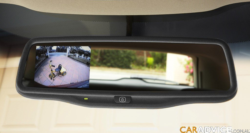 holden introduce rear view camera on sportwagon photos 1 of 4. Black Bedroom Furniture Sets. Home Design Ideas