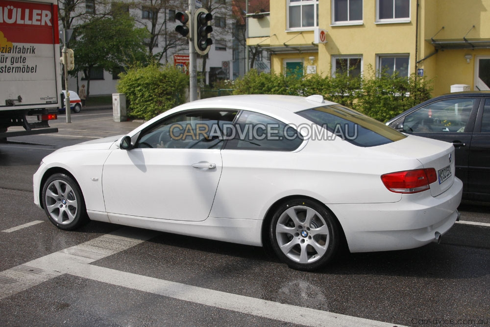 2009 bmw 3 series coupe facelift spied photos 1 of 5. Black Bedroom Furniture Sets. Home Design Ideas