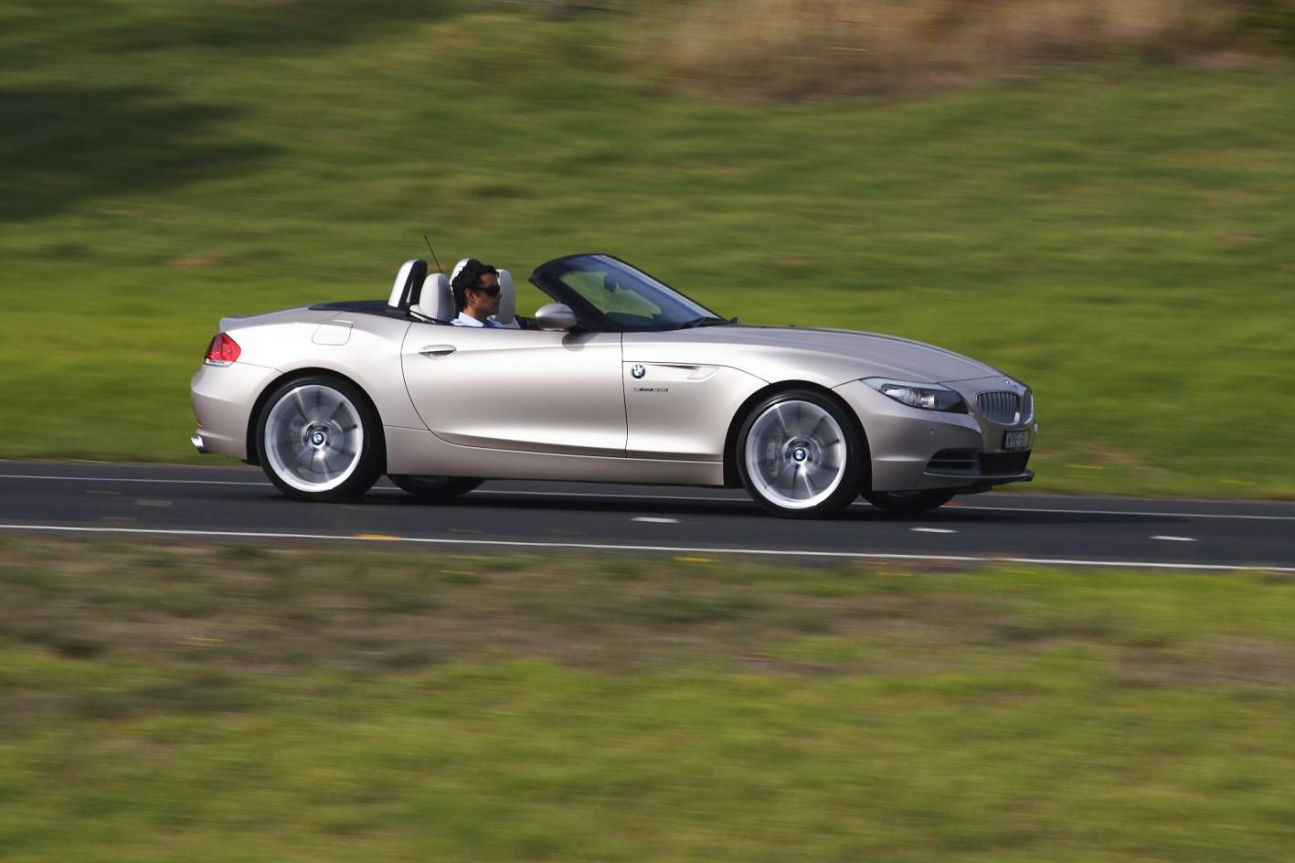 Bmw Z4 Review Amp Road Test Photos 1 Of 14