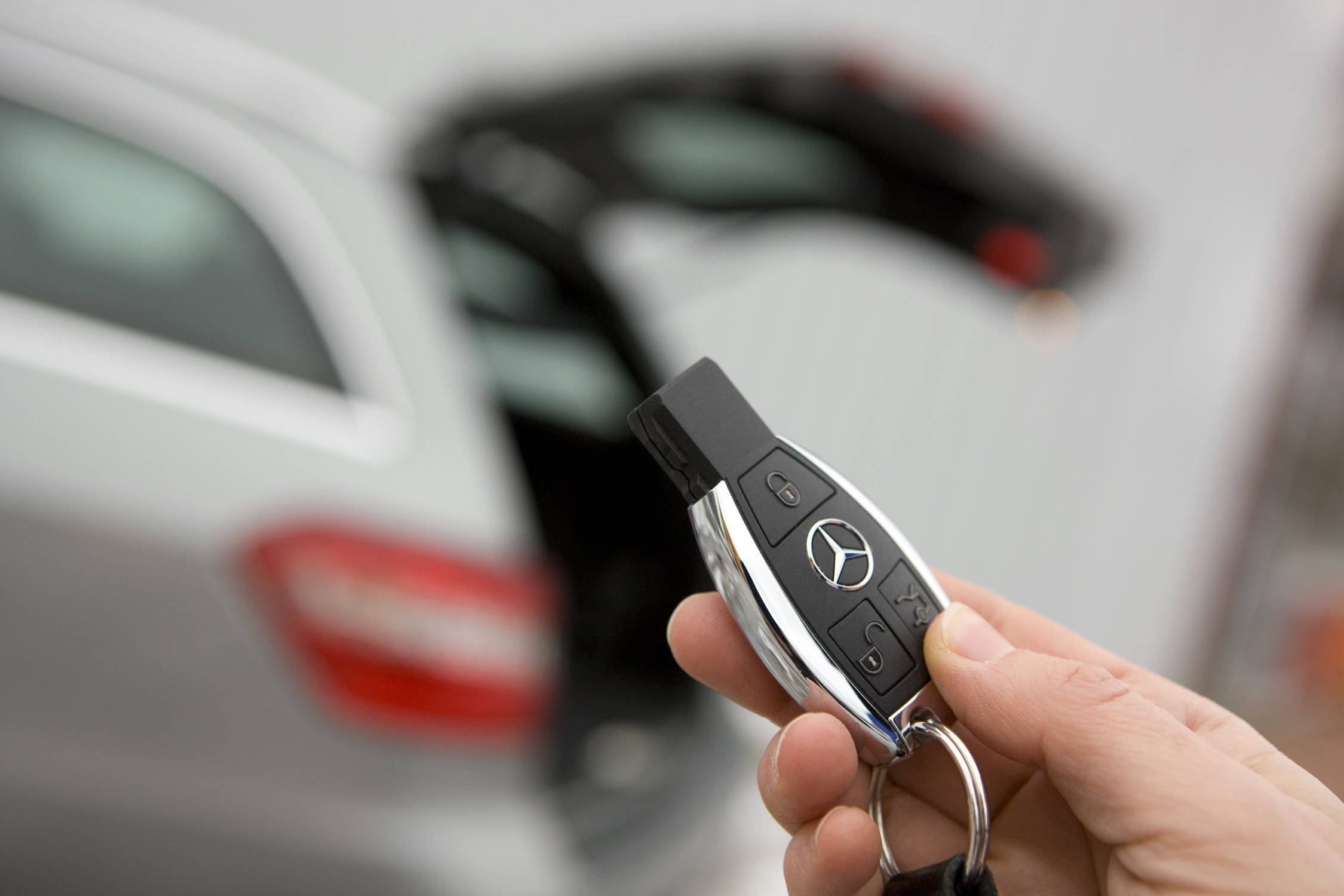 2010 mercedes benz e 350 estate launched photos 1 of 9 for Mercedes benz keys replacement cost