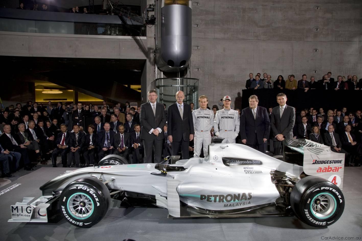 Mercedes benz presents mercedes gp petronas f1 team for Mercedes benz petronas