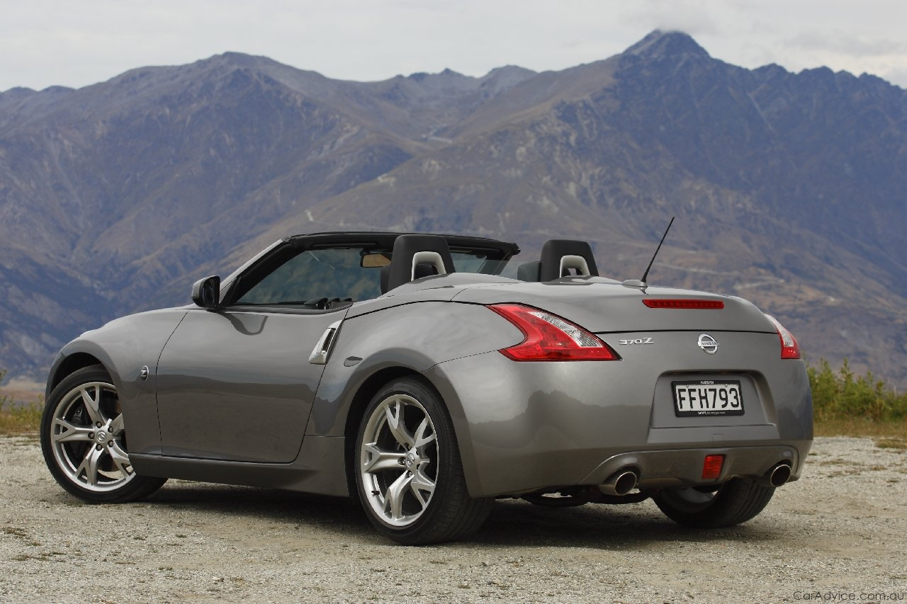 2010 nissan 370z roadster launched photos 1 of 97. Black Bedroom Furniture Sets. Home Design Ideas