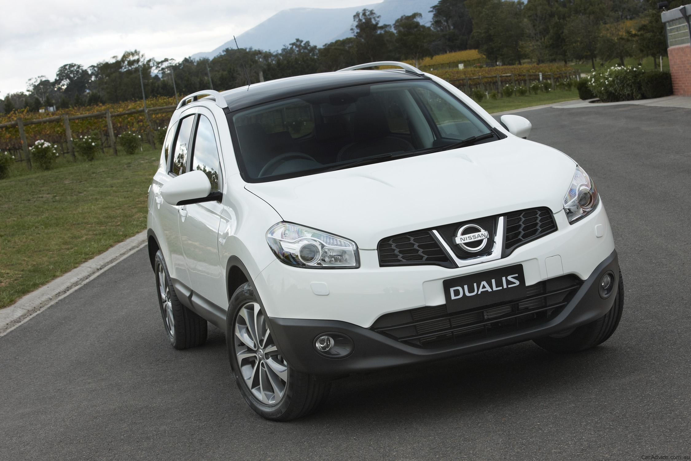 nissan dualis The nissan qashqai is a compact crossover suv produced by the japanese car  manufacturer nissan since 2006 for the first generation, the qashqai was sold  under the name nissan dualis.
