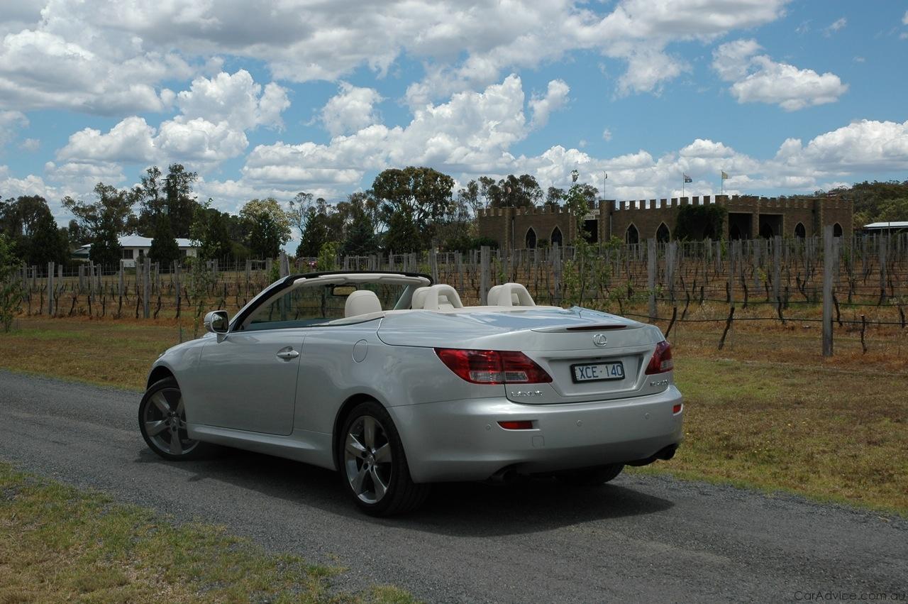 http://s3.caradvice.com.au/wp-content/uploads/2010/04/Lexus-IS250c-Review-10.jpg