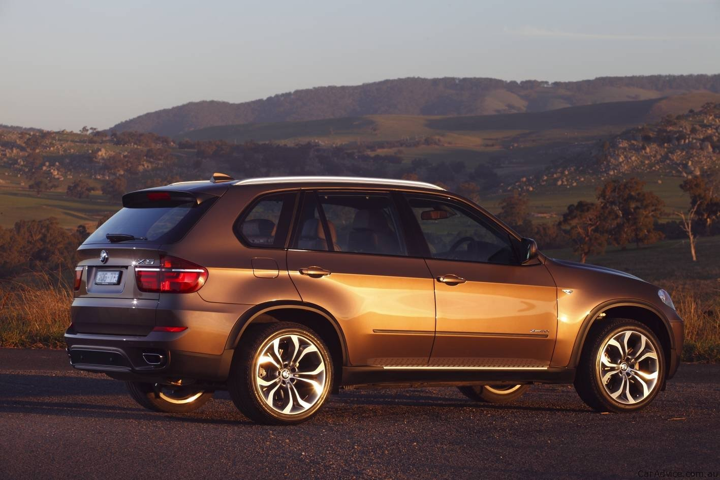 2010 bmw x5 suv update photos 1 of 34. Black Bedroom Furniture Sets. Home Design Ideas