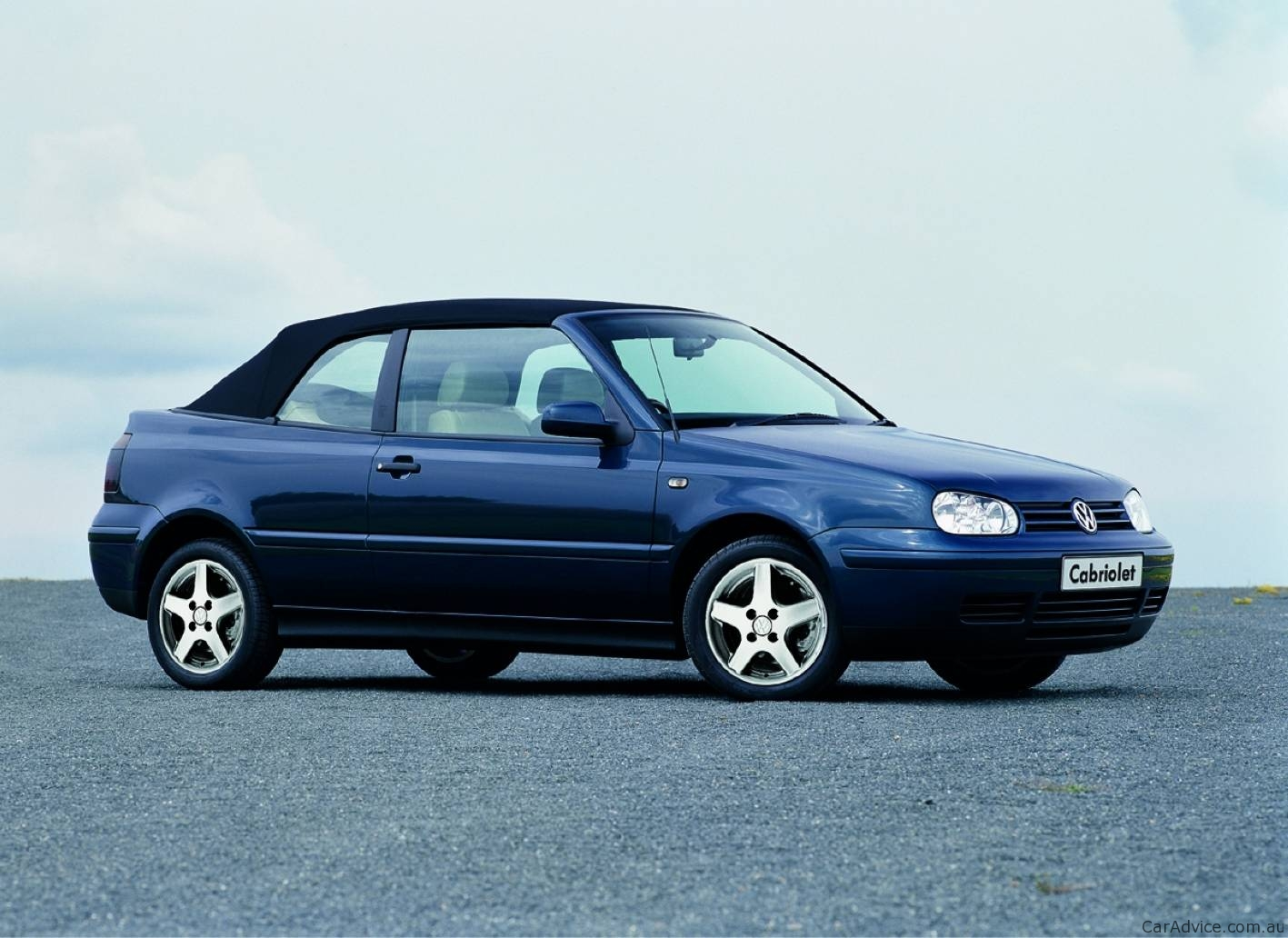 volkswagen golf cabrio to be reintroduced in 2011 photos 1 of 3. Black Bedroom Furniture Sets. Home Design Ideas