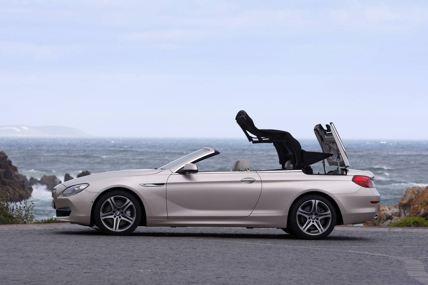 2011 bmw 6 series convertible australian pricing photos. Black Bedroom Furniture Sets. Home Design Ideas