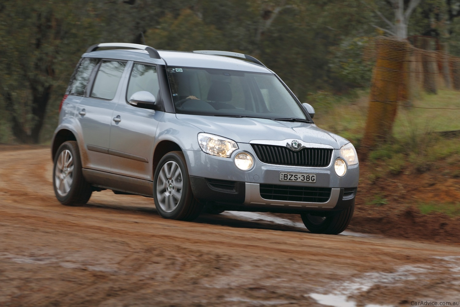 2014 skoda yeti 4x4 review youtube autos weblog. Black Bedroom Furniture Sets. Home Design Ideas