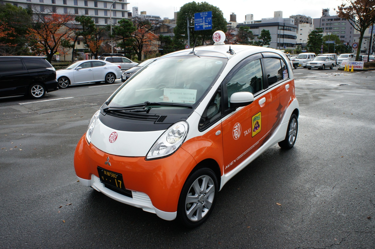 mitsubishi i miev taxi drive in kyoto photos 1 of 33. Black Bedroom Furniture Sets. Home Design Ideas
