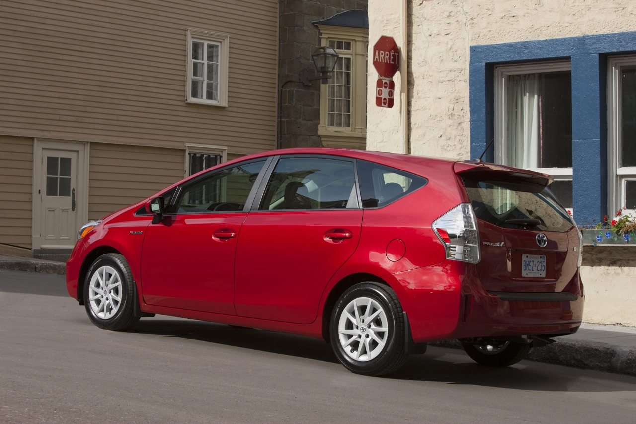 toyota prius v review caradvice. Black Bedroom Furniture Sets. Home Design Ideas