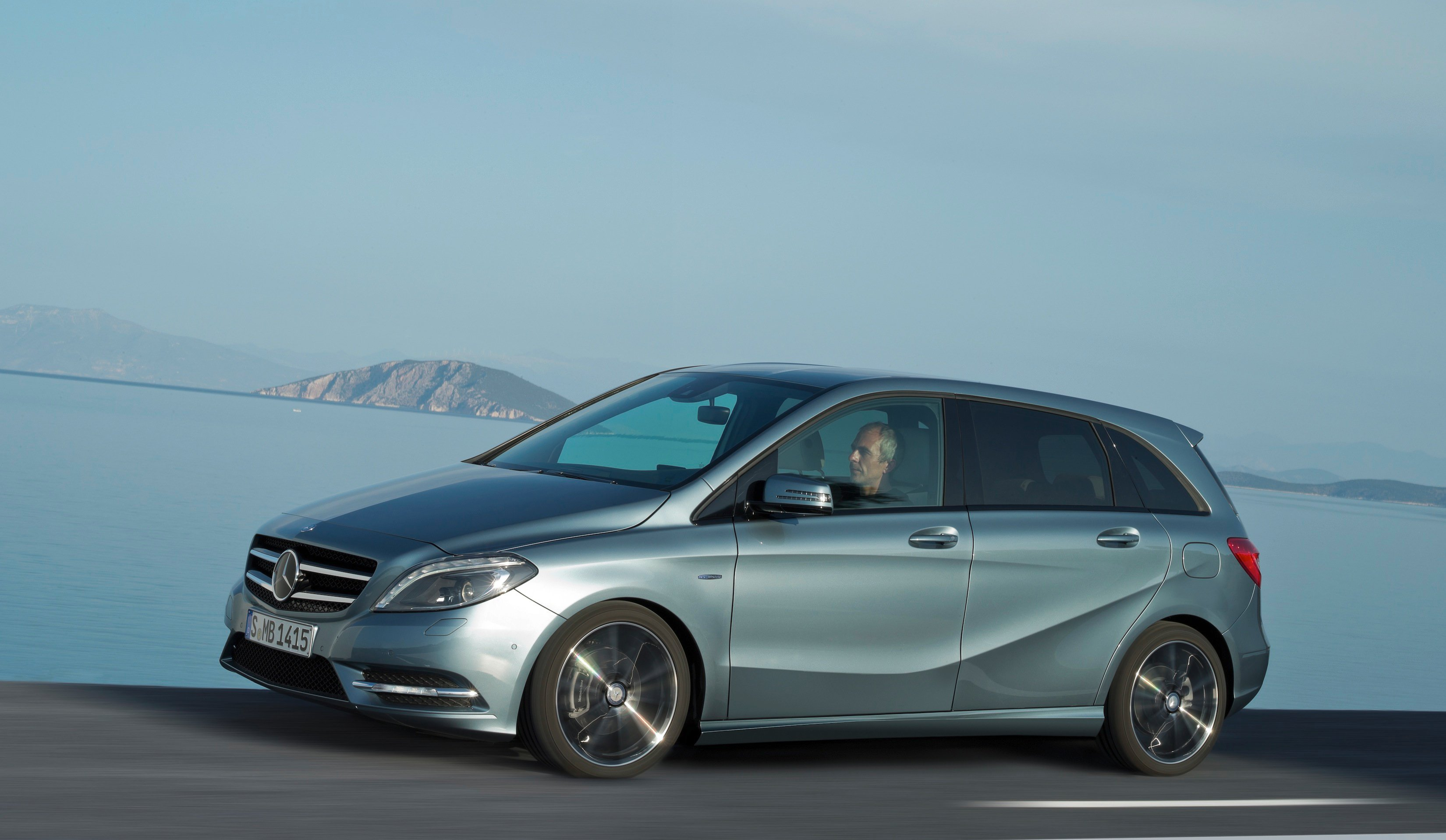 New mercedes benz b class begins small car sales assault for Mercedes benz compact car