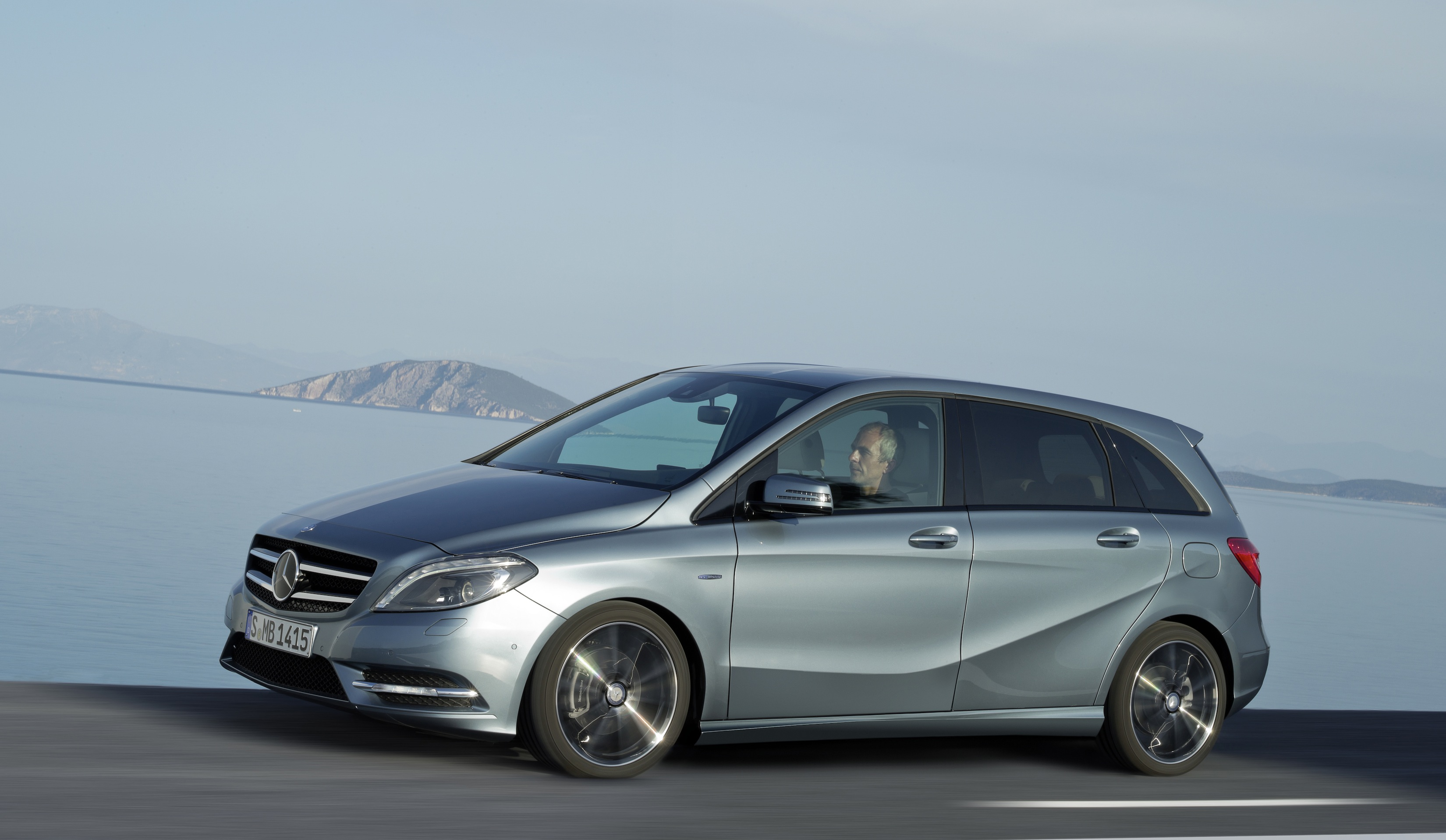 New mercedes benz b class begins small car sales assault for Mercedes benz small car