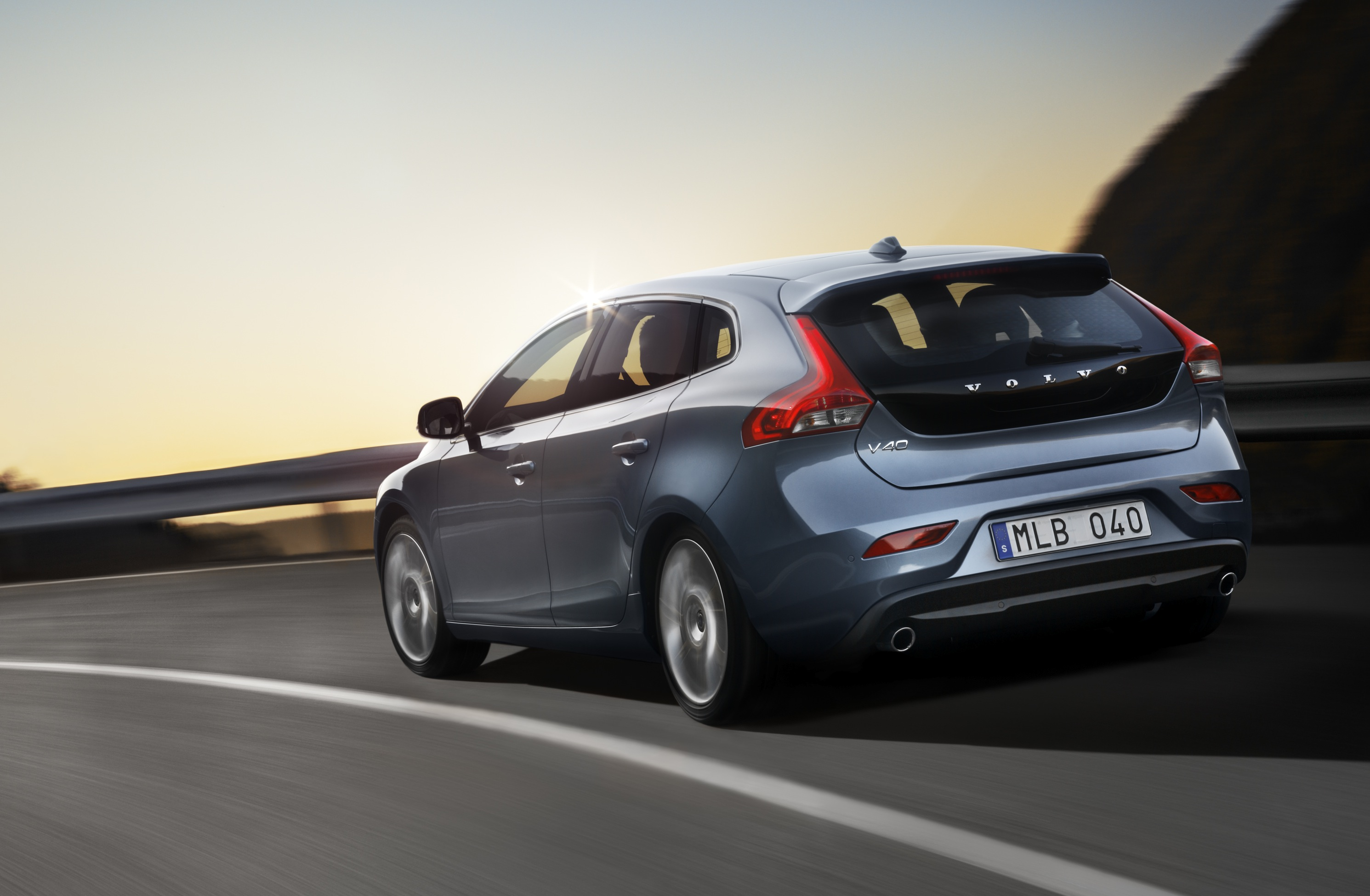 volvo v40 official pictures of new premium hatchback. Black Bedroom Furniture Sets. Home Design Ideas