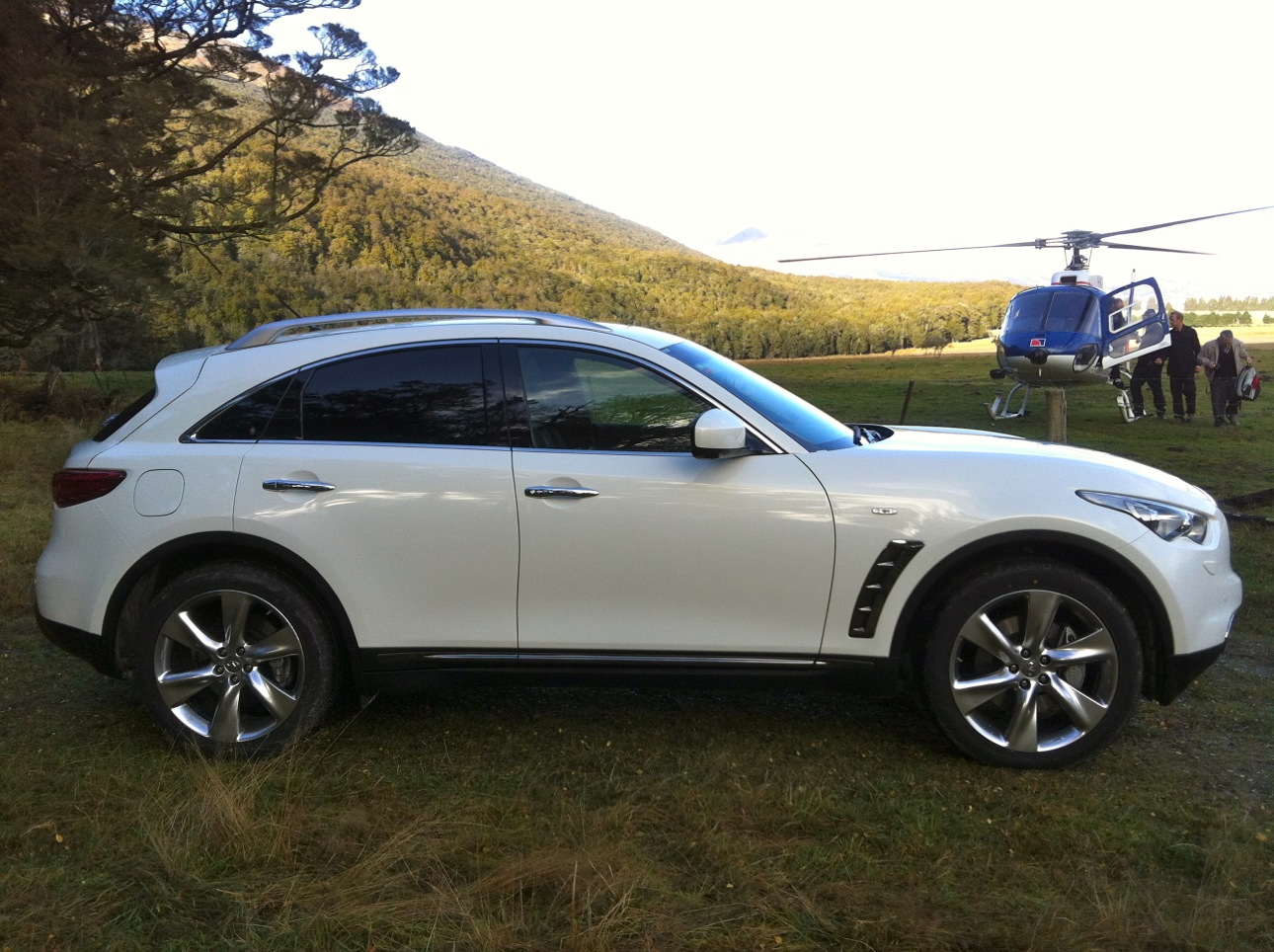 2012 infiniti fx reviews pictures and prices us news html autos weblog. Black Bedroom Furniture Sets. Home Design Ideas