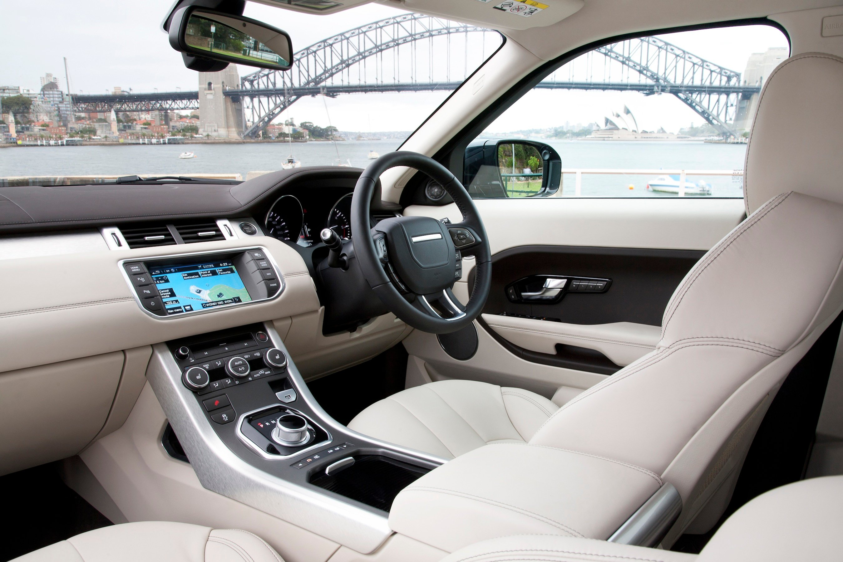 Range rover evoque review caradvice for Interieur sport