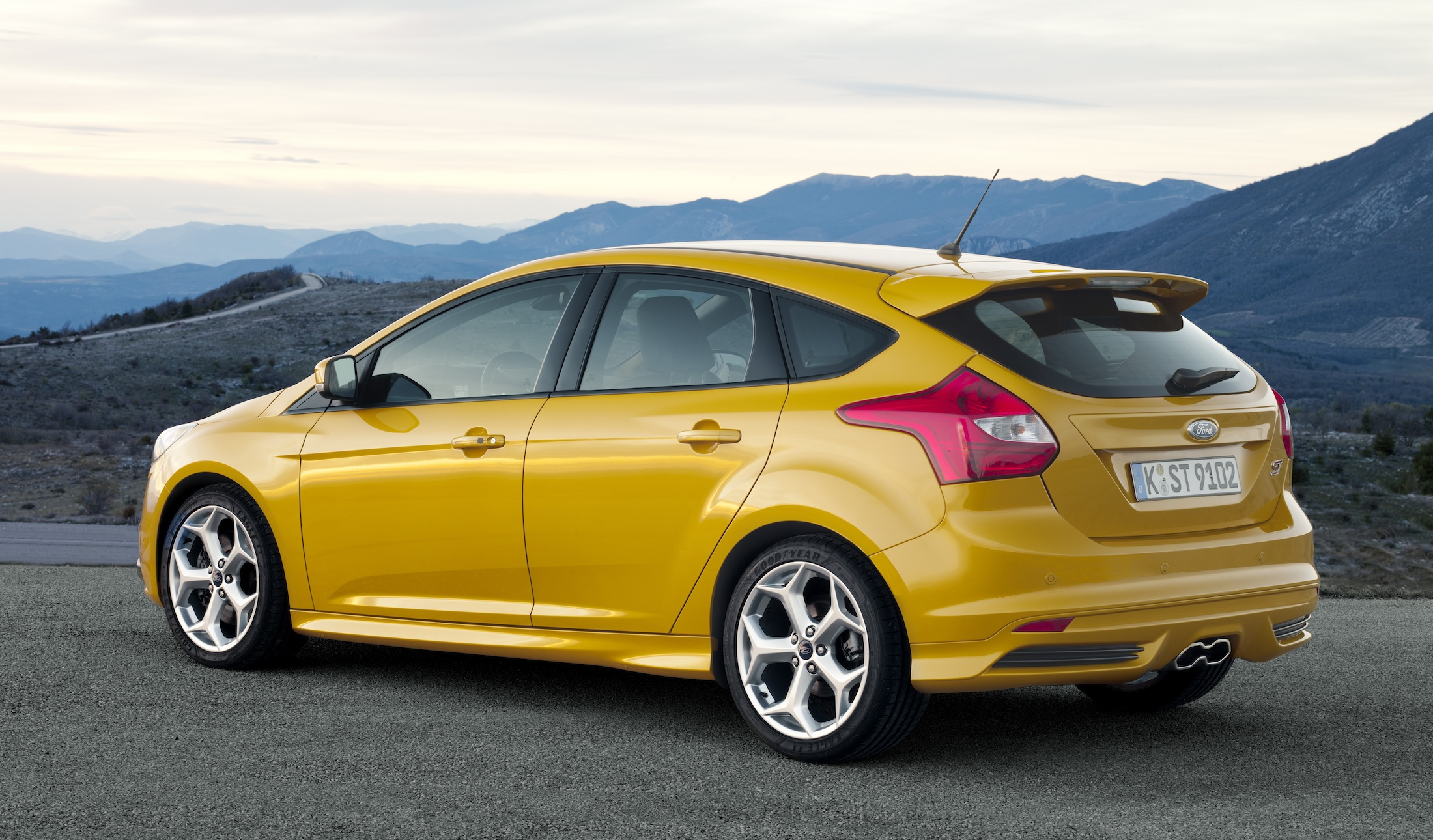ford focus st australian pricing confirmed for new golf. Black Bedroom Furniture Sets. Home Design Ideas