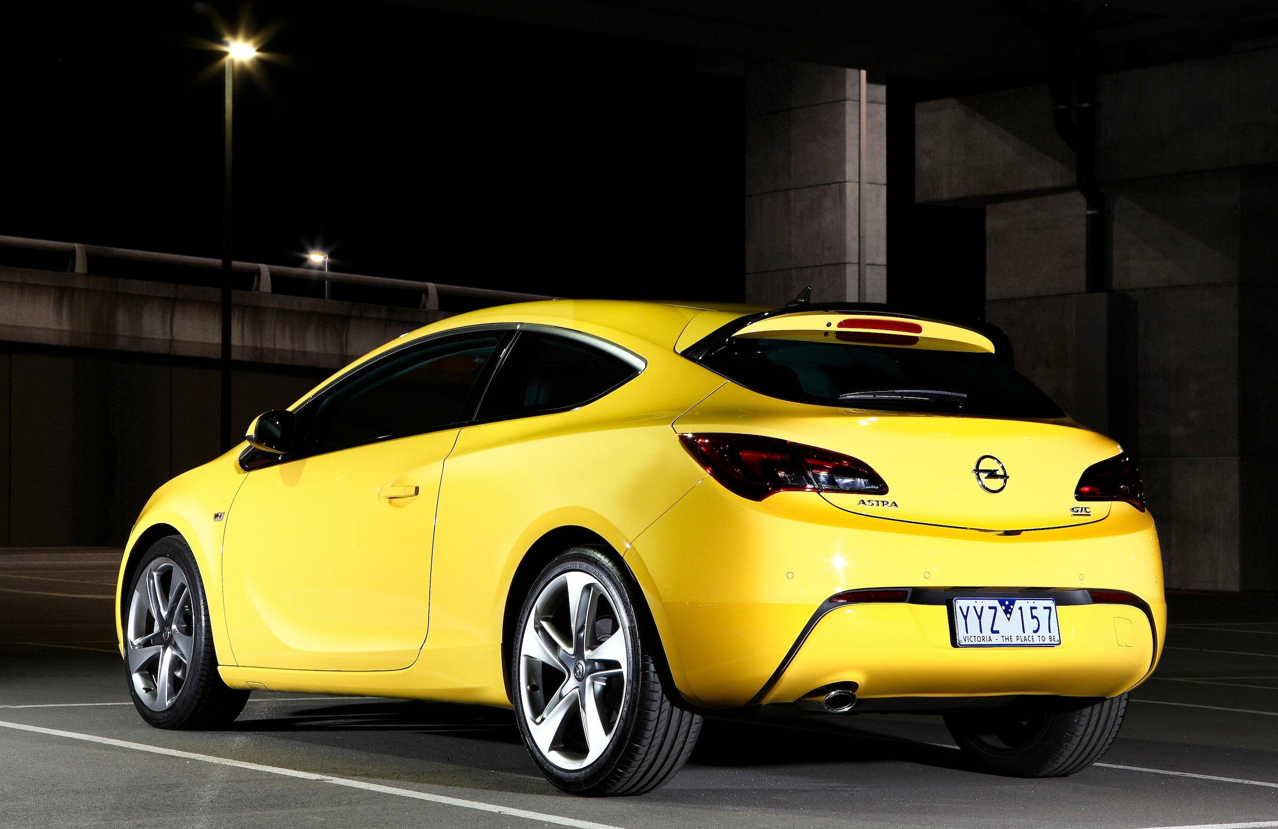 opel astra gtc pricing and specifications revealed. Black Bedroom Furniture Sets. Home Design Ideas