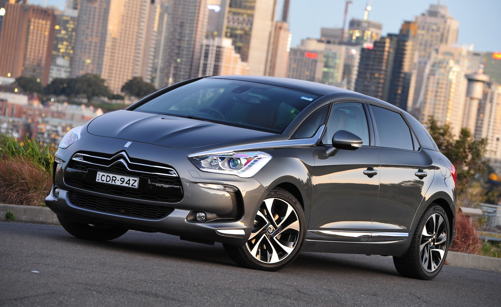 citroen ds5 french crossover wagon on sale in australia photos 1 of 10. Black Bedroom Furniture Sets. Home Design Ideas