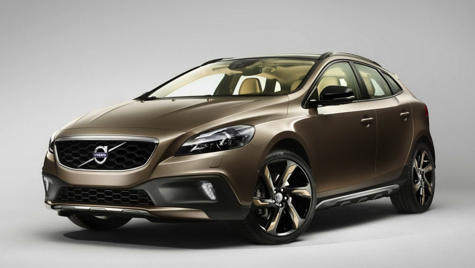 volvo v40 cross country leaks online photos 1 of 14. Black Bedroom Furniture Sets. Home Design Ideas