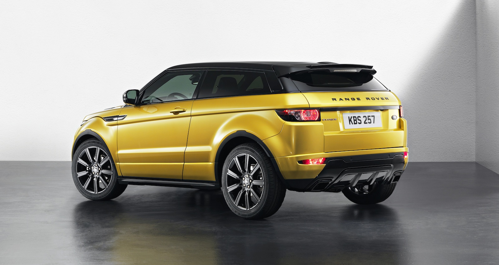 range rover evoque sicilian yellow limited edition. Black Bedroom Furniture Sets. Home Design Ideas