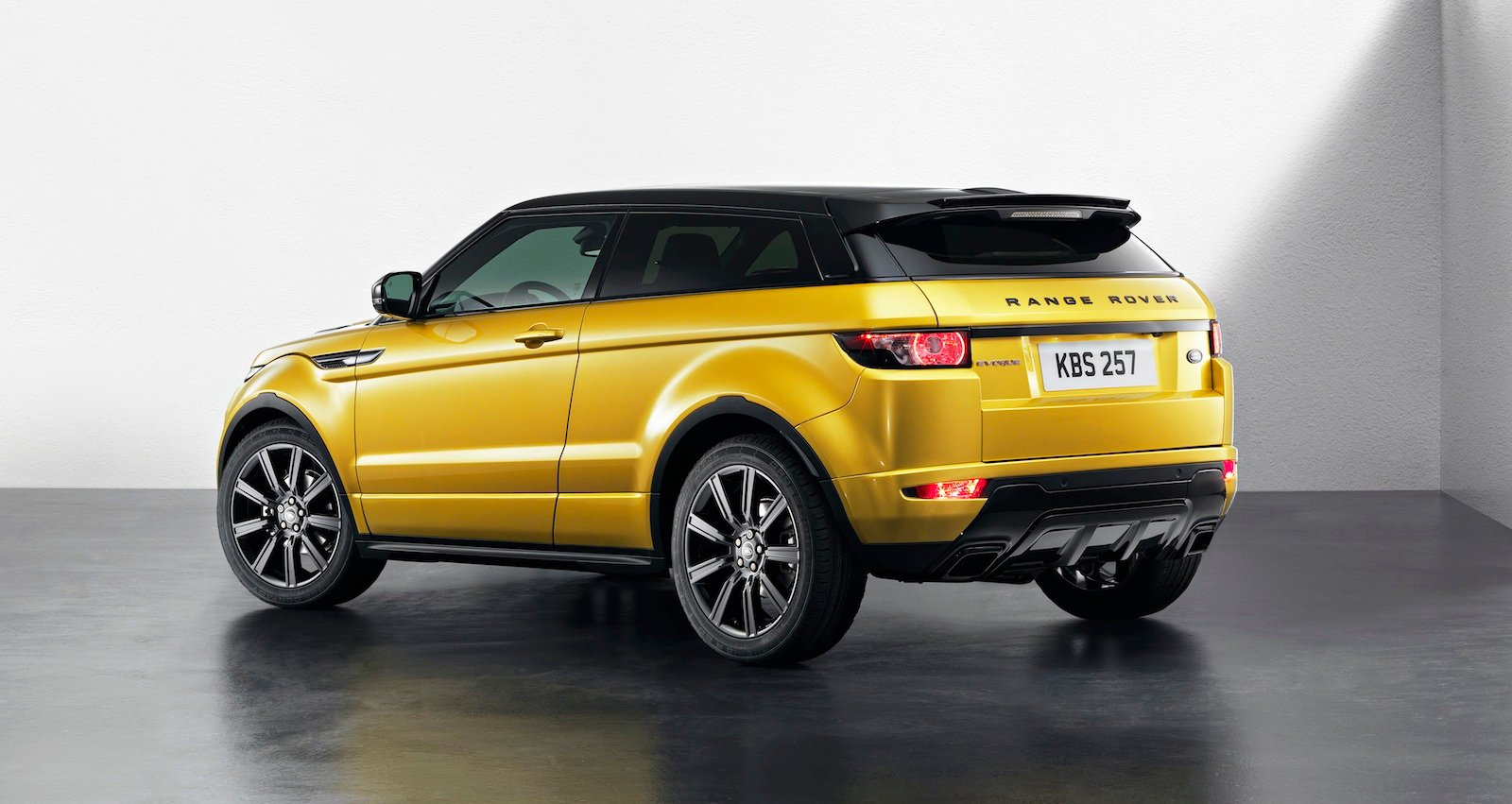 range rover evoque sicilian yellow limited edition revealed photos 1 of 7. Black Bedroom Furniture Sets. Home Design Ideas