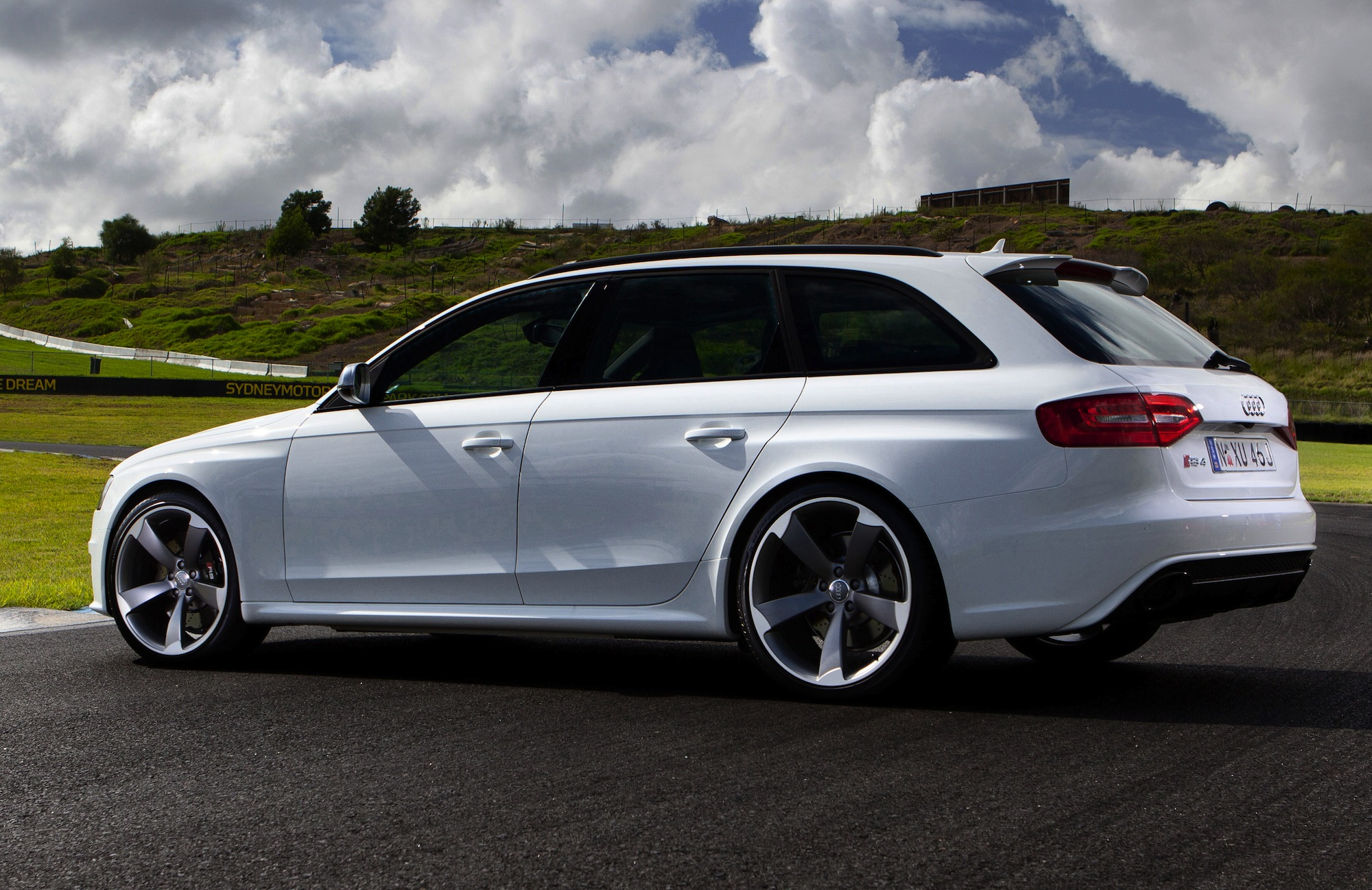 Audi RS4 Avant hot wagon rolls into Australia  Photos 1 of 6