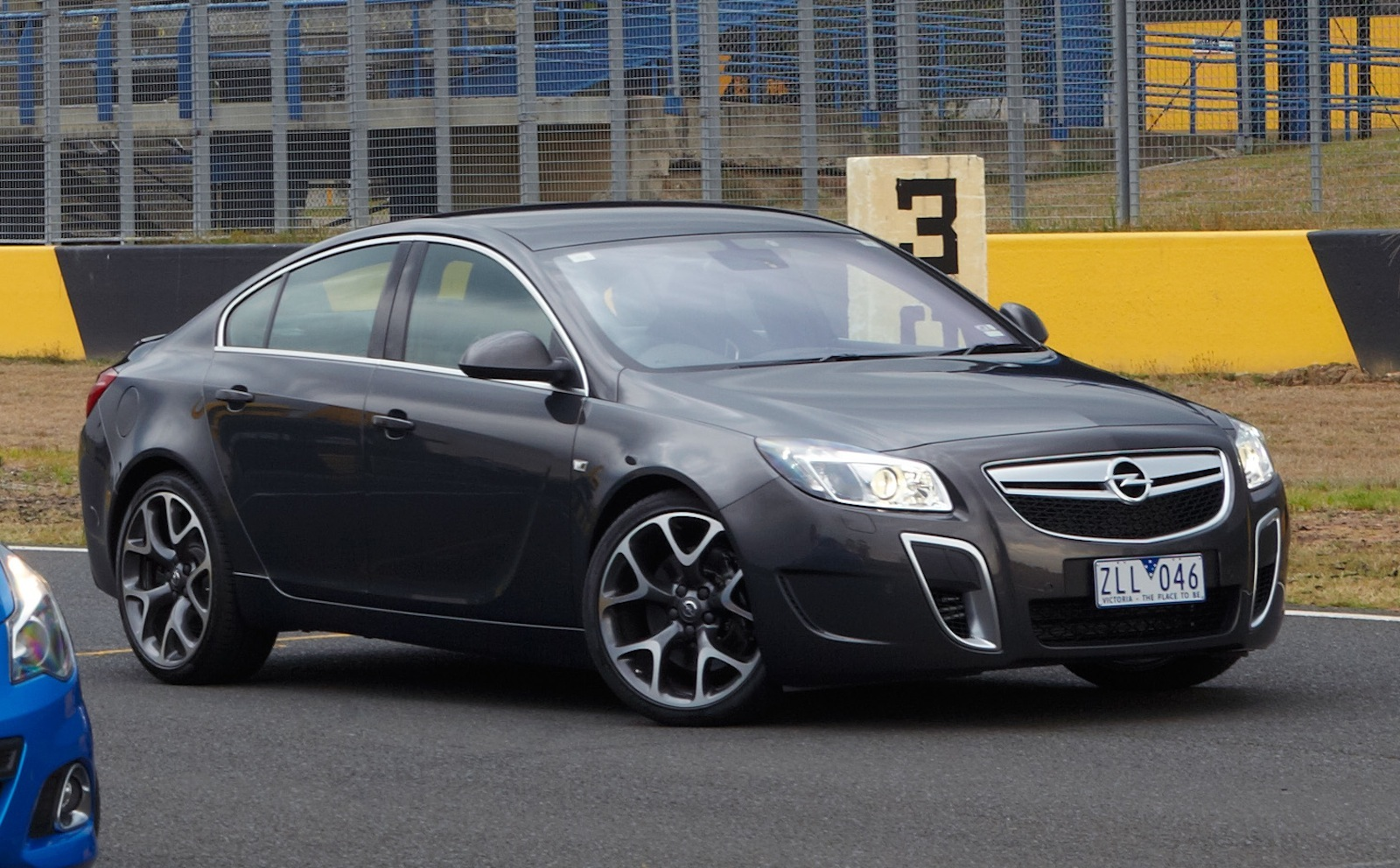 opel insignia opc pricing and specifications photos 1 of 12. Black Bedroom Furniture Sets. Home Design Ideas