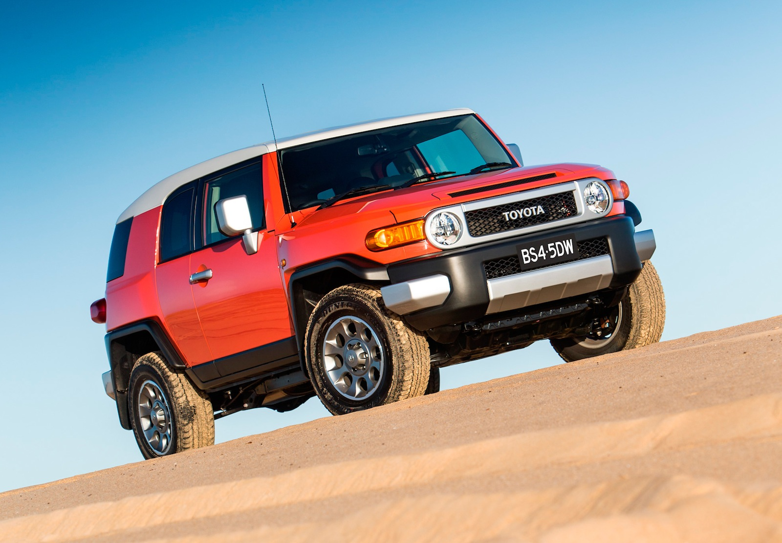 Toyota Fj Cruiser Fuel Range Extended 4x4 Driving Aid