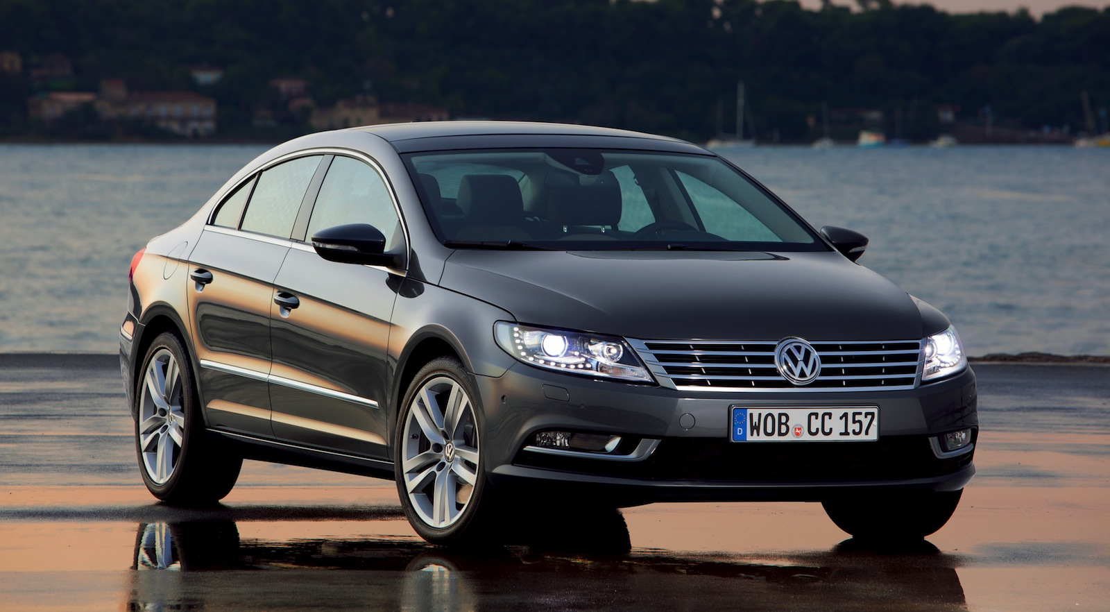 volkswagen passat range receives diesel upgrade photos 1 of 4. Black Bedroom Furniture Sets. Home Design Ideas