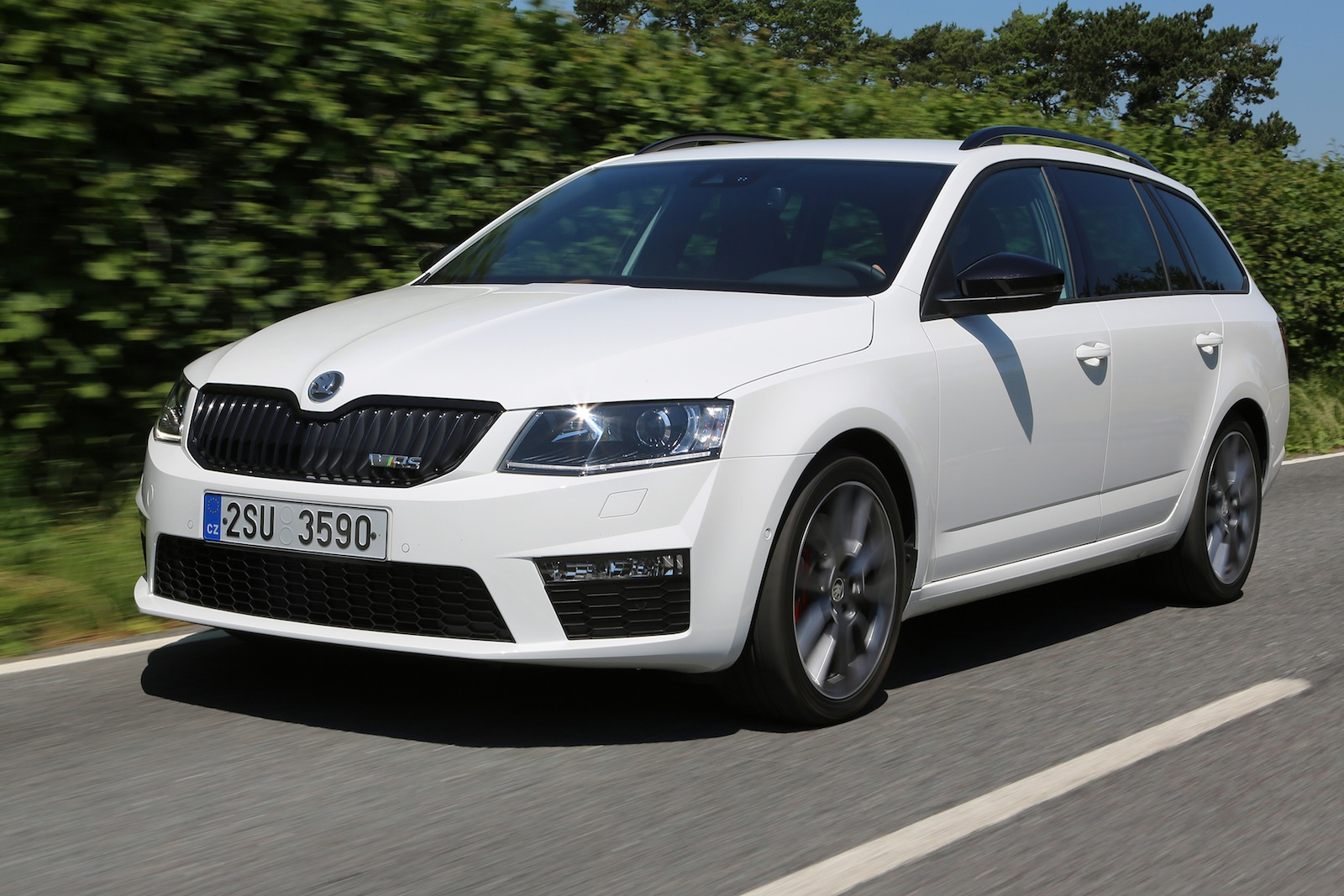 skoda octavia rs sporty sedan wagon here in 2014. Black Bedroom Furniture Sets. Home Design Ideas
